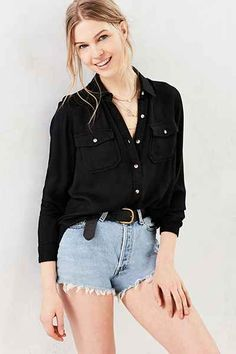 BDG Robbie Washed Button-Down Shirt - Urban Outfitters Button Down Shirt Outfit Casual, Black Button Down Shirt, Pretty Outfits, Cute Outfits, Pretty Clothes, Casual Outfits, Fashion Outfits, Outfit Goals, Blouse Styles