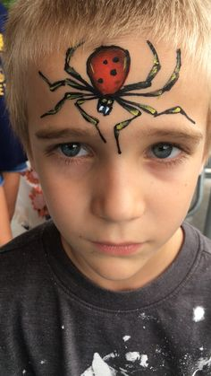 Creeping Spider forehead face paint design painted by Wina Shelley of Party Picassos Face Painting; Spider Face Painting, Easy Halloween Face Painting, Face Painting For Boys, Christmas Face Painting, Belly Painting, Disney Face Painting, Face Painting Unicorn, Scary Halloween, Halloween Makeup