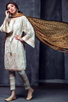 Mahira Khan Dazzles In Alkaram's Eid Collection, Alkaram Eid Dresses Simple Pakistani Dresses, Pakistani Fashion Casual, Indian Fashion Trends, Pakistani Dress Design, Pakistani Outfits, Indian Dresses, Asian Fashion, Indian Outfits, Pakistani Couture