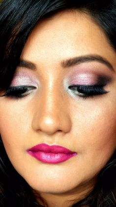 Design Fobia is a fashion platform that provides you new fashion styles, makeup tips, mehndi designs for modern women and girls as well. Makeup Trends, Makeup Tips, Beauty Makeup, Girl Background, Latest Makeup, Blush Brush, Brunette Hair, Mehndi Designs, Cosmetology