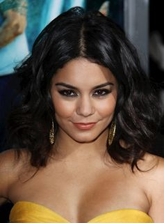 Pictures : Vanessa Hudgens - Vanessa Hudgens with Tousled Waves Hair Lights, Light Hair, Messy Bob Hairstyles, Short Black Hairstyles, Hairstyles With Bangs, Damp Hair Styles, Medium Hair Styles, Short Hair Styles, Hair Medium