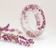Anillo de flores naturales resina  botánico  por Neraidas en Etsy