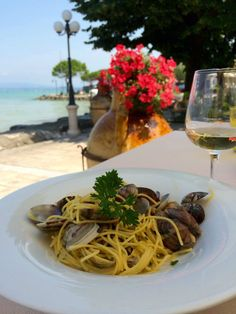 Spaghetti alle vongole at Lake Garda Italy [OC] [2448x3264]