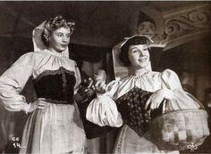 Evita y Libertad (1944) Eva Perón y Libertad Lamarque aparecen juntas durante la filmación de las película La Cabalgata del Circo