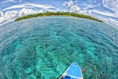 It's Paradise - Siladen turquoise tropical paradise island in Indonesia