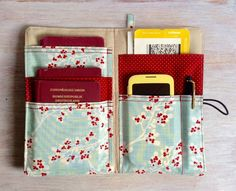 Bag Organisers – Equipment for Stylish Travelers - travel accessories, passport holder, multiple poc Patchwork Tutorial, Diy Travel Wallets, Diy Travel Purse, Sewing Crafts, Sewing Projects, Sewing Diy, Diy Y Manualidades, Diy Wallet, Travel Organization