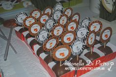 Bombones de la selva. Jungle party chocolate http://antonelladipietro.com.ar/blog/2013/07/selva-cumple/