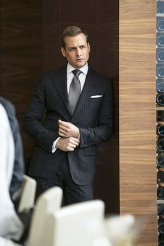 Necesito un abogado .....I just love Gabriel Macht!!
