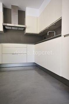 Mueble torre con horno microonda y horno tradicional for Microcemento paredes cocina