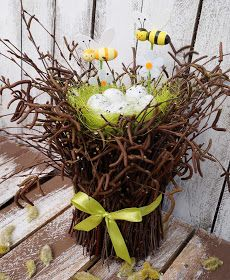 Easter Deco, Osterdeko During the winter, they collected fallen branches and twigs: However, they did not use them for heating, but for making something amazing! Easter Flower Arrangements, Floral Arrangements, Easter Table Decorations, Christmas Decorations, Deco Restaurant, Egg Tree, Diy Ostern, Easter 2020, Deco Floral