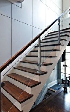 Elegant Glass Stairs Design Ideas For You Este ano - Home Decor - Escadas Steel Stair Railing, Steel Railing Design, Modern Stair Railing, Staircase Handrail, Modern Stairs, Wood Stairs, Staircase Remodel, House Stairs, Flooring For Stairs