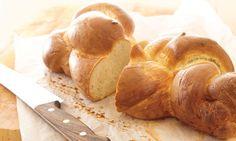 Zopf klassisch (Bärner Züpfe): Mehl und Salz mischen, eine Mulde formen. Hefe in… Scones, Muffins, Le Boudin, Food Inspiration, New Recipes, Garlic, Food And Drink, Nutrition, Recipes