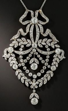 Antique Jewelry A Belle Époque platinum-topped gold and diamond pendant, I Love Jewelry, Modern Jewelry, Fine Jewelry, Jewelry Design, Jewelry Accessories, Simple Jewelry, Jewelry Necklaces, Head Jewelry, Girls Jewelry