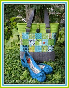 My Oak Park Bag pattern using Denyse Schmidt's Flea Market Fancy in my favorite blue and green with grey corduroy. Quilted Tote Bags, Patchwork Bags, Denim Bag, Purse Patterns, Fabric Bags, Cute Bags, Tote Purse, Handmade Bags, Bag Making