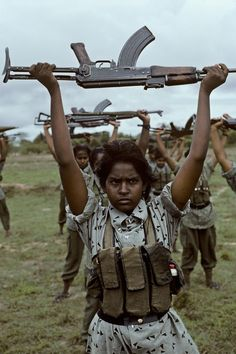 Tamil Tigers recruits during the war, West of Batticola, Sri Lanka - Steve McCurry Steve Mccurry, We Are The World, People Of The World, Robert Doisneau, James Nachtwey, Afghan Girl, War Photography, Female Soldier, Victor Hugo