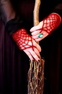 Moochka: Morticia gloves....