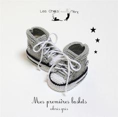 Baskets bébé style converse tricotées à la main en laine, gris clair, laine 100% merinos - 6M - 18