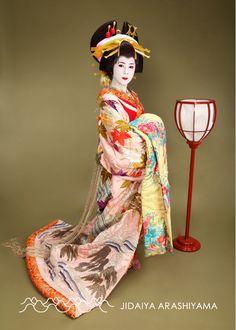 43b719e50 A woman dressed as an oiran at a kimono photography experience. Traditional  Fashion, Japanese