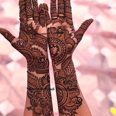 wow, very detailed bridal mehndi 🤩 // by Khafif Mehndi Design, Indian Mehndi Designs, Henna Art Designs, Mehndi Designs 2018, Mehndi Designs For Girls, Stylish Mehndi Designs, Mehndi Design Pictures, Wedding Mehndi Designs, Mehndi Images