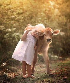 Los niños que respetan a los animales, serán mejores adultos.🌸🌹♥️ Children who respect animals will be better adults. Animals For Kids, Cute Baby Animals, Animals And Pets, Funny Animals, Beautiful Creatures, Animals Beautiful, Cute Kids, Cute Babies, Animal Pictures