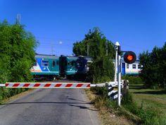 BE: Level Crossing   AE: Railroad Crossing