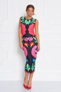 Puzdrové šaty s výrazným ľudovým motívom z kolekcie Heritage. Šaty majú hrubšie ramienka, rozopínanie na zips v zadnej časti. Dĺžka šiat je pod kolená. Vhodné na spoločenské udalosti, do práce, meeting, ...