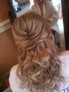 Tendance Coupe & Coiffure Femme Description Check out this Formal Dance Hair Ideas Mother Of The Groom Hairstyles, Wedding Hairstyles For Medium Hair, Bridal Hairstyle, Wedding Hair Half, Wedding Hair And Makeup, Hair Makeup, Dance Hairstyles, Formal Hairstyles, Easy Hairstyles