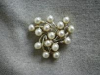 VINTAGE EMMONS GOLD-TONE & FAUX PEARL BROOCH. I have this piece and matching earrings.