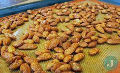 Sriracha roasted almonds