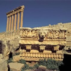 Baalbek, Líbano. Baalbek, with its colossal structures, is one of the finest examples of Imperial Roman architecture at its apogee.