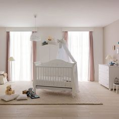 Convertible baby cot Zoom by Pali with storage space