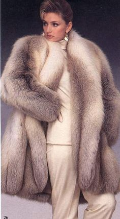 Every Upper class mommy shall have number of maids to take care of her her family and house. Fox Fur Coat, Fur Coats, Luxury Lifestyle Fashion, Fur Fashion, Fashion Trends, Fabulous Furs, Fur Wrap, Vintage Fur, Cape Coat