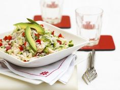 Rice salad with chicken and avocado - smarter - calories: 600 Kcal - time: 40 min. Good Healthy Recipes, Healthy Foods To Eat, Healthy Eating, Free Recipes, Japanese Salad, Japanese Food, Japanese Chicken, Rice Salad Recipes, Good Food Channel