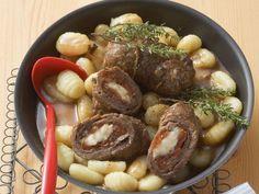 Rouladen auf mediterrane Art mit Käse und Tomaten gefüllt ist ein Rezept mit frischen Zutaten aus der Kategorie Rind. Probieren Sie dieses und weitere Rezepte von EAT SMARTER!