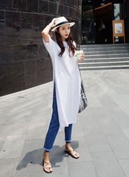 Oversized dress T-shirt with denim and a sun hat super summery outfit could translate into spring or fall casual minimali… Japan Fashion, 80s Fashion, Modest Fashion, Daily Fashion, Korean Fashion, Fashion Outfits, Fashion Hacks, Classy Fashion, Fashion Trends