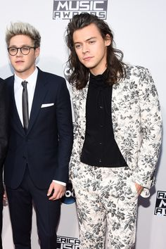 Narry Storan at the AMA's 2015. Niall with glasses is the best kind of Niall for sure.