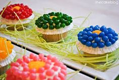 Jelly belly flower power to the people. Learn how to make this cupcake and more at Easter Cupcakes Class at Hobby Lobby. For more infor email thatcakeladyofsantafe@gmail.com or find That Cake Lady of Santa Fe on Facebook.