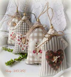Country jarní domečky I. / Zboží prodejce Betty HOME Hobbies And Crafts, Diy And Crafts, Arts And Crafts, Sewing Crafts, Sewing Projects, Fabric Hearts, Lavender Bags, Christmas Crafts, Christmas Ornaments