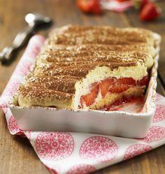 Strawberry and Four Quarter Tiramisu – Recipes Ôdélices # aux # … - Modern Köstliche Desserts, Delicious Desserts, Yummy Food, Sweet Recipes, Cake Recipes, Dessert Recipes, Tapas, Sweet Cakes, Food Cakes