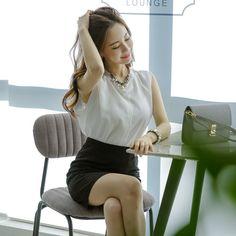 DOS SLEEVELESS WH BL . . . . #koreanfashion #kfashion #glamour #beauty #gorgeous #Sleeveless #beagorgeoushera Glamour Beauty, Sleeveless Blouse, Korean Fashion, Blouses, Blouse, Korea Fashion, Korean Fashion Styles, Hoodie, Woman Shirt
