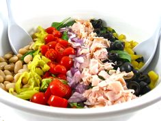 Dinner tonight-Mediterranean Salad, Skinny and Delicious! It's so easy to make, super satisfying and chock full of yummy Italian flavors. Each main course salad, 171 calories, 5 grams of fat and 4 Weight Watchers POINTS PLUS. Great Salad Recipes, Salad Recipes For Parties, Healthy Salad Recipes, Soup Recipes, Ww Recipes, Healthy Soups, Diabetic Recipes, Fancy Salads, Skinny Kitchen