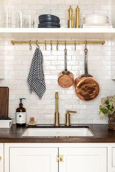 Home Decor Kitchen, Kitchen Interior, New Kitchen, Home Kitchens, Natural Kitchen, Dream Kitchens, Kitchen Sink, Vintage Kitchen, Subway Tile Kitchen