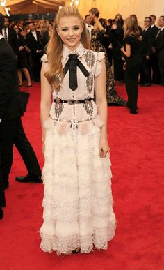 Chloe Grace Moretz- En Chanel Couture. MET Gala 2014