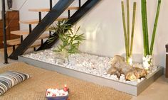 21 Inspiring Under Stairs Pebble Garden Ideas -Get the inspiration you need to plan your own indoor pebble garden for under your staircase. Jardim Zen Interior, Interior Garden, Indoor Zen Garden, Balcony Garden, Garden Villa, Garden Web, Garden Cottage, Garden Homes, Zen Interiors