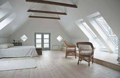 Loft Room Ideas That Will Give You Extra Floor Space Ver.) 💗 Explore Awesome Loft Small Bedroom Ideas That Will Give You Extra Floor Space 🔑 Attic Loft, Loft Room, Bedroom Loft, Attic Office, Bedroom Small, Skylight Bedroom, Master Bedroom, Attic Library, Garage Attic