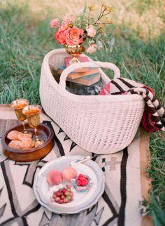 Pretty picnic set-up  Photography by Odalys Mendez Photography