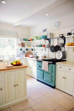Em Cozinhas pequenas - aproveite as paredes