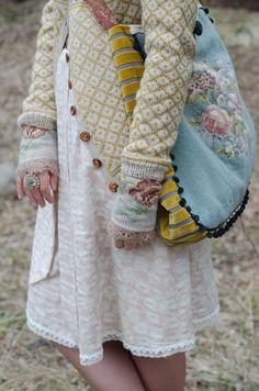 WIOLAKOFTA - Google zosken WOW - everything here is just beautiful...cardigan, gloves bag, dress..from issuu.com.
