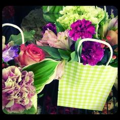 Roberts Flowers of Hanover-Blooms to Go!