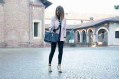 """""""COLLANA PORTAFORTUNA & UN OUTFIT URBAN CHIC"""". Nicoletta Reggio fashion blogger di """"Scent of obsession"""" indossa il leggings Yes!Miss The Love Brand.  Dicembre 2013.  www.scentofobsession.com"""